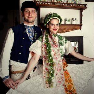 Slovenske kroje na svadbe